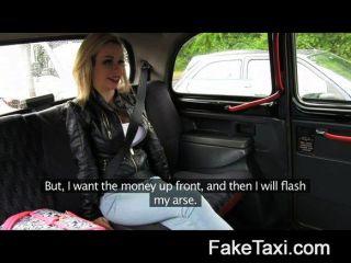 faketaxi - junge Blondine mit großen Titten