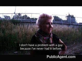 blond lesbian log über Hahn liebende
