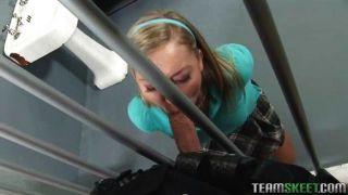 Schülerin gefickt im Gefängnis
