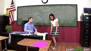 Mischa Brooks fickt und saugt Lehrer Hoden
