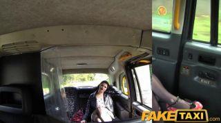 faketaxi - Freundin bekommt genagelt Taxi Porno