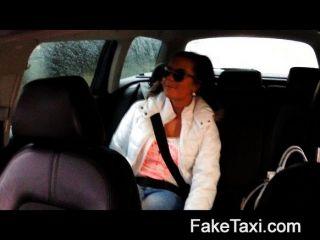 faketaxi - hot 19jährige Taxi