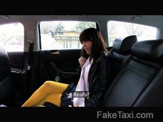 faketaxi - japanische Touristen mit engen Pussy