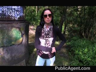 publicagent - ex Modell saugt und fickt Schwanz