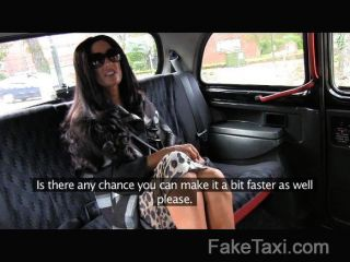 faketaxi - super hot Rücksitz Ficken