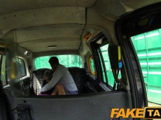 faketaxi - vollbusige Brünette liebt schottischer Hahn
