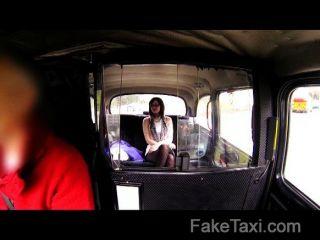faketaxi - geil Papis Mädchen liebt den Hahn