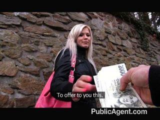 publicagent - blonde gefickt in öffentlichen Toiletten