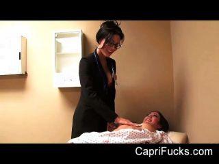 capri cavanni ihre lesbische Arzt fickt