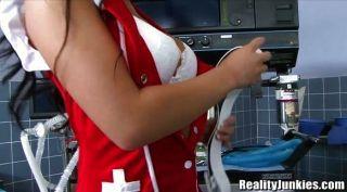 Asa Akira ist eine heiße Krankenschwester