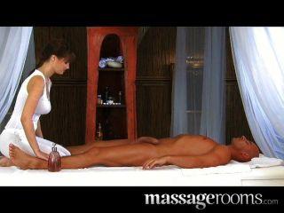 massagerooms - geile Schönheit mit massiven Titten