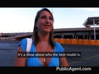 tut sie denken, dass sie wirklich ein Modell