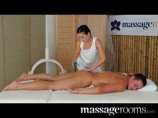 massagerooms - pete Mädchen reitet großen Schwanz