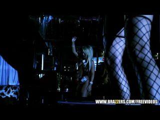 big-Tit Stripper Nikki Benz fickt einen Client