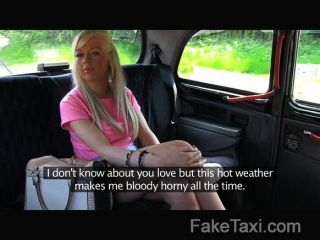 faketaxi - Blondine nimmt Geld für Blasen