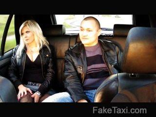 faketaxi - Mann Uhren Frau gefickt