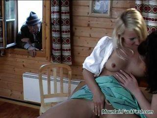 Berg fuck fest Sex zu dritt mit abspritzen