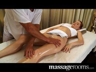 sehr sexy erotische Massage endet in Creampie