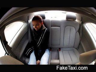 faketaxi - junger Student fickt für Bargeld