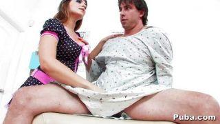 natasha schön sieht einen heißen männlichen Patienten