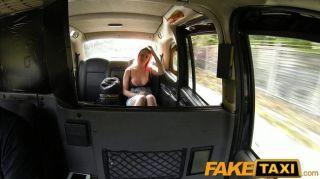 faketaxi - Student saugt Hahn für Bargeld