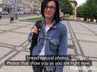 publicagent - laura wird Herde in der Öffentlichkeit gefickt