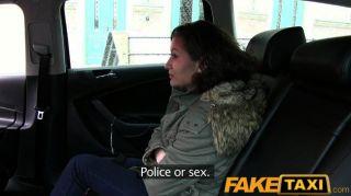 faketaxi kein Geld bezahlt, um mit ihrer Pussy