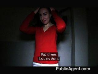 publicagent - jessie bekommt ihre Pussy gefickt