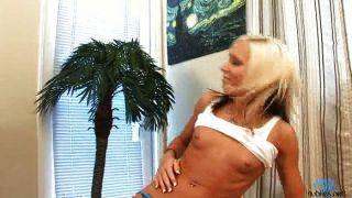 Blondine im Interview
