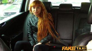 faketaxi - sexy Rotschopf nimmt eine Stampfen