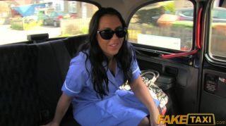 faketaxi - britische Krankenschwester fickt Taxifahrer