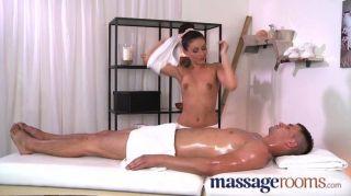 Massageräume - hot Masseuse nimmt großen Schwanz