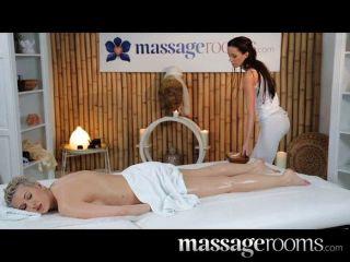 Massageräume - Atemberaubende Lesben Massage