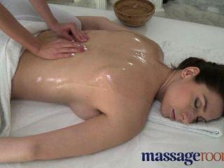 Massageräume - Schönheit mit massiven Titten