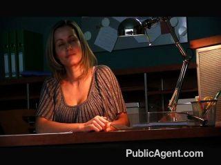 Büro Sekretärin von einem harten Schwanz gefickt