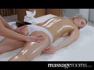 Massageräume - unschuldige junge blonde