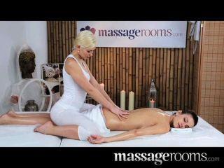 Massageräume - zwei schöne Lesben haben