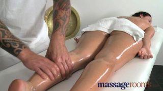 Massageräume - junge langbeinige stunner
