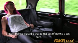 faketaxi - punk rock chick Sex in schwarzen Taxi