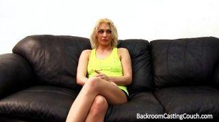 blonde Hinterzimmer cum swallower