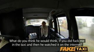 faketaxi Frau fickt auf Cam für Freund