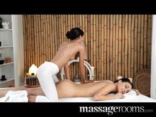 Massageräume - Lesben bekommen geölt und nass