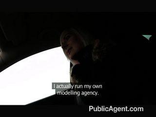 publicagent - blonde stunner zeigt Unterwäsche