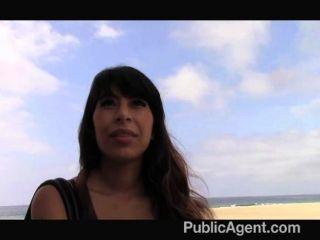 publicagent - latina Babe wird von bbc gefickt