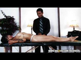 sexy Brünette ceo fickt ihren Masseur