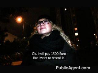 publicagent - sexy Mädchen in den Gläsern gefickt