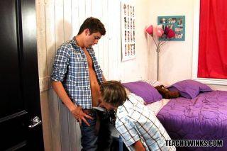 zwei Jungen ihre Homosexuell Seiten erkunden