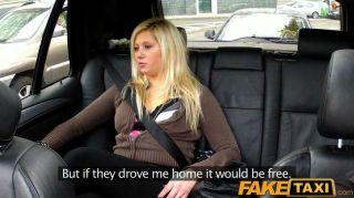 faketaxi Blondine hat Sex von hinten in Taxi