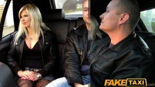 faketaxi big tits blonde fucks auf den Hintergrund