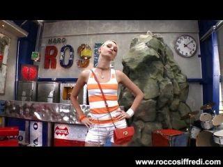 rocco bekommt nur die frechste Hündinnen zu ficken